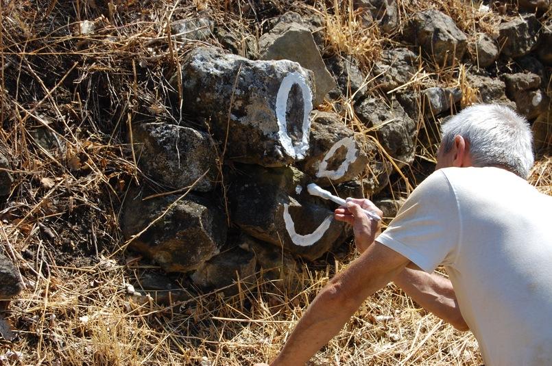 décoration du mur de restanque de la roseraie de gérenton pour le festival des grangeons à bédoin